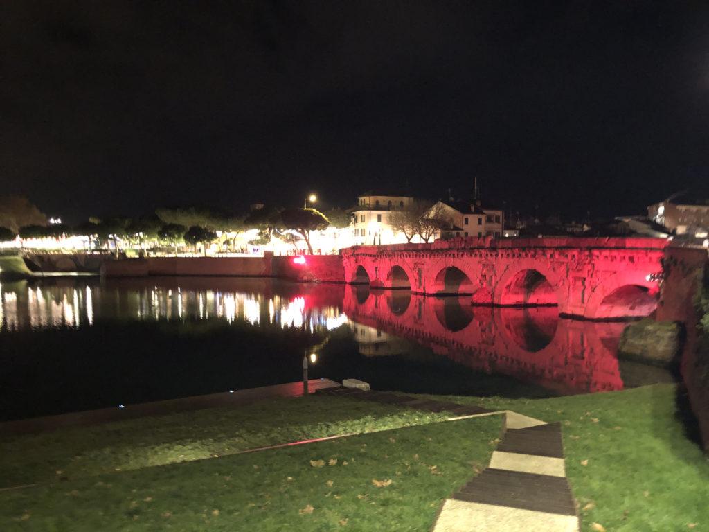 ponte tiberio notte rosa vista notturna