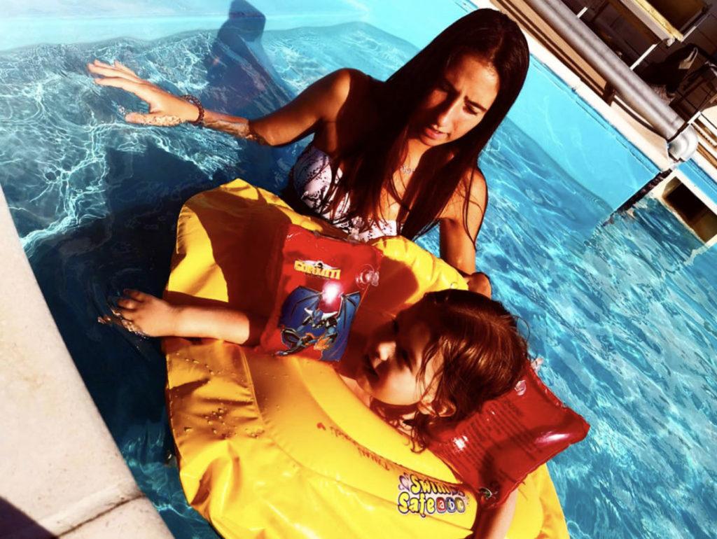 bambini piscina hotel viking rimini