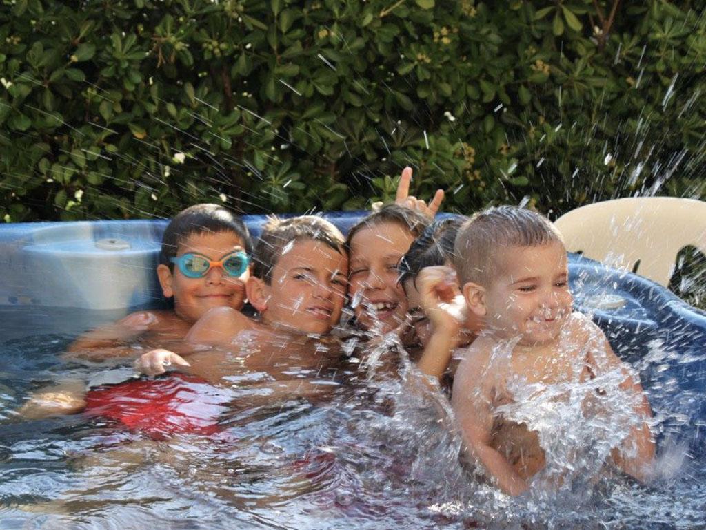 bambini ridono idromassaggio hotel viking