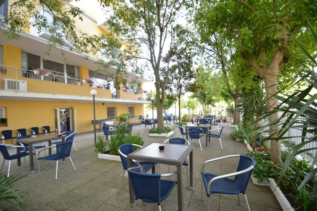 giardino alberato hotel viking viserbella Rimini
