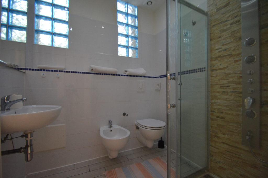 bagno nuovo con box doccia hotel viking