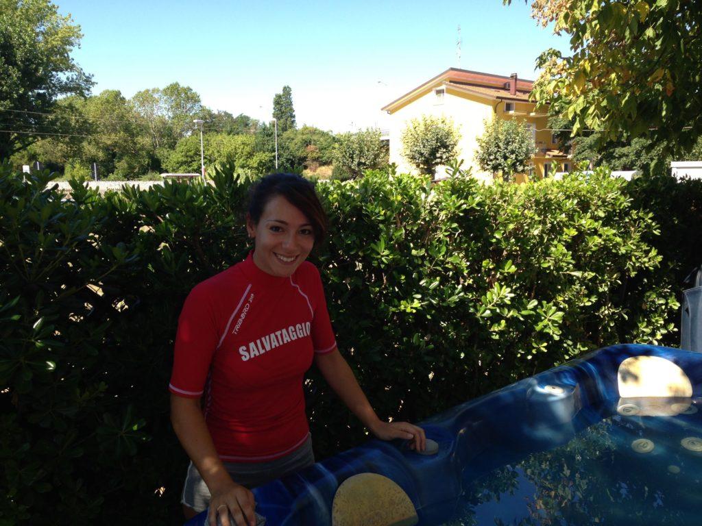 piscina idromassaggio sicuro bagnina