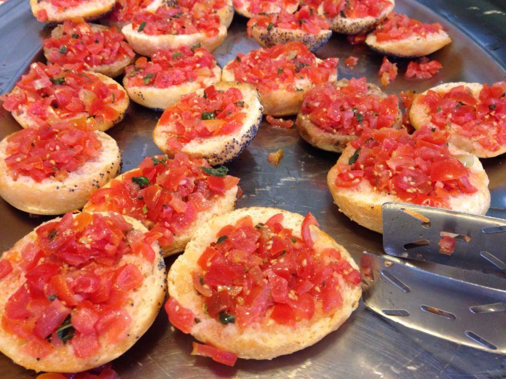 bruschetta al pomodoro, basilico, olio evo