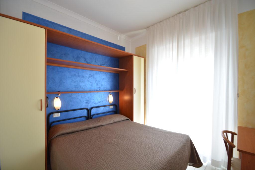 camera matrimoniale hotel viking viserbella di rimini