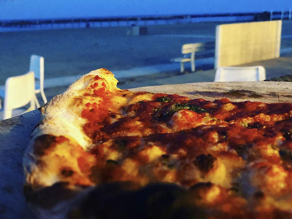 pizza sulla spiaggia di viserbella